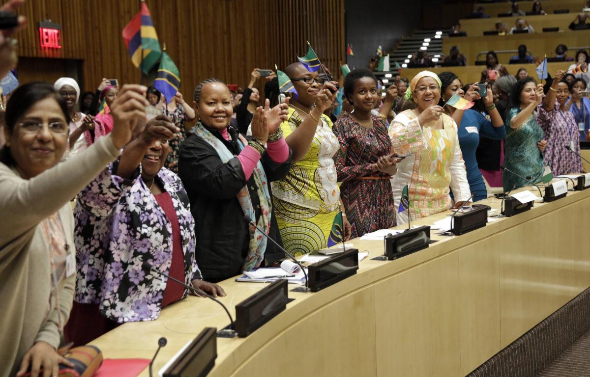Kvinner er i økende grad deltakende på den politiske arenaen i Tanzania. Kvinner som sitter i maktposisjoner bør heie frem andre kvinner, mener Upendo Peneza, leder for Tanzanias ungdomsparlamentariske forum.<br />