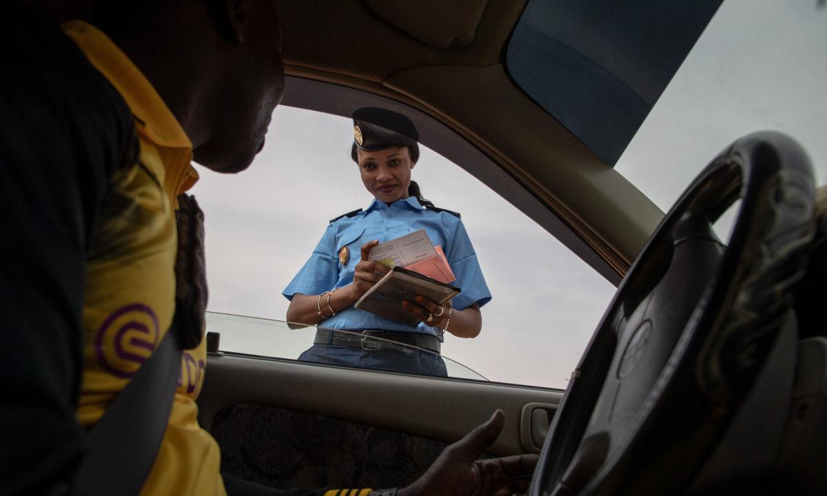 Politiopplæring i menneskerettigheter har trolig bidratt til å skape større tillit mellom befolkningen og politiet i vestafrikanske land.