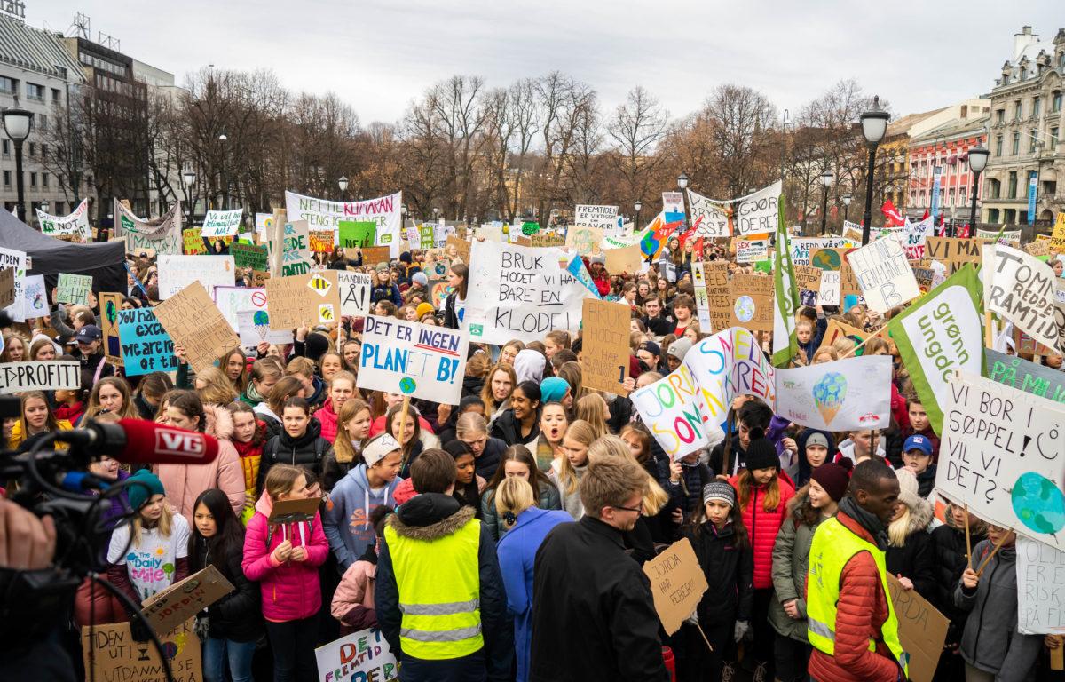 For andre gang i år samles unge over hele verden foran landemerker i tusenvis av byer for å vise at det er på tide med klimahandling. Forrige gang var vi 1.6 millioner unge mennesker ute i gatene i over 125 land. Denne gangen ønsker man å mobilisere bredere for å også få med andre sektorer til samhandling.<br /> <br />