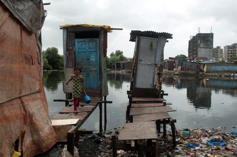 Per dags dato har det blitt bygget over 9 millioner latriner i India med formål å bedre sanitære forhold. Tross dype gap i prosessen har det medbragt enorme folkehelsefordeler, som må ses i en global sammenheng for å nå felles mål.