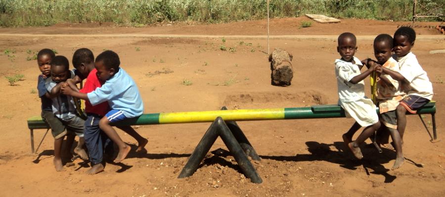 En ny malariavaksine, kjent som Mosquirix har blitt tatt i bruk i tre afrikanske land.
