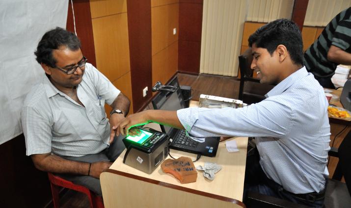 I India sørger et nytt digitalt identitetssystem for at fattige innbyggere enklere kan trenge igjennom byråkrati og korrupsjon. Dermed kan de kreve rettighetene sine, blant annet retten til pensjon.