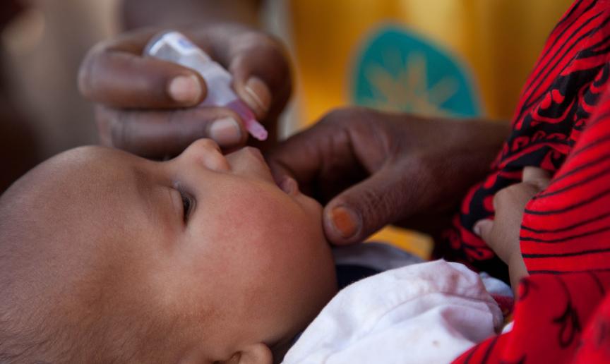 Flere afrikanske land har gått sammen om et av de største vaksinasjonsprogrammene i Afrikas historie. Målet er å utrydde det lammende polioviruset, en gang for alle.