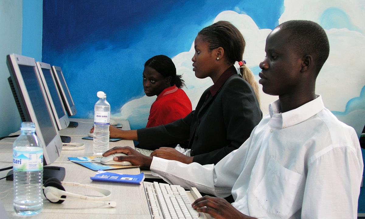 Internett er på vei til å bli en allmennvare, og innen 2020 vil 3G være tilgjengelig for store deler av befolkningene i verdens fattigste land. I følge FN er det grunn til å tro at ny teknologi og internett kan føre til utvikling og vekst.