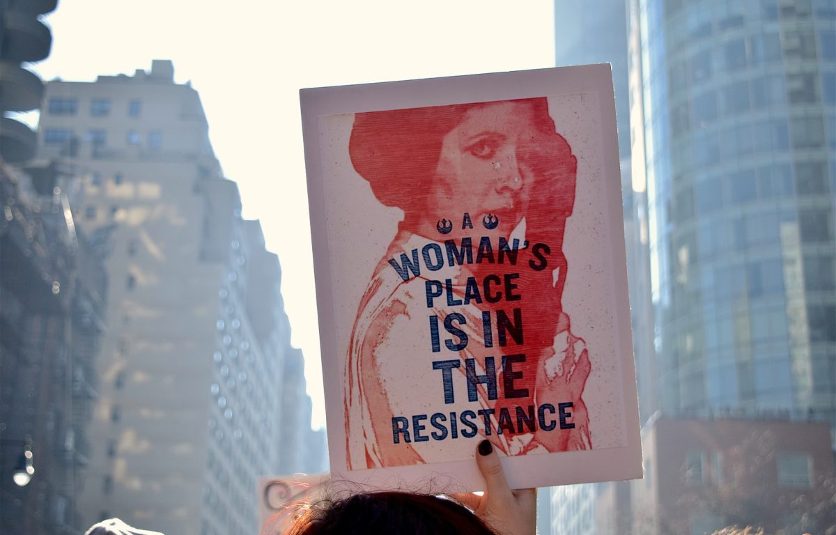 Det har vært litt av et kvinneår, med mange viktige kamper og ikke minst seire. Til tross for at det fortsatt er et langt stykke igjen til likestilling internasjonalt, ønsker vi å feire dagen med 10 seire for kvinners rettigheter i 2017. Gratulerer med kvinnedagen!
