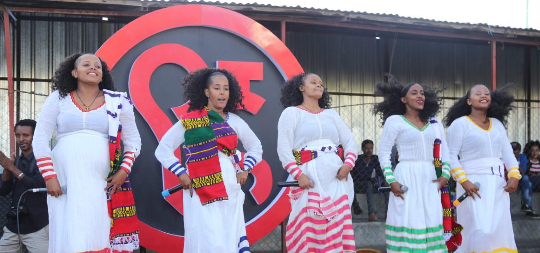 """Det etiopiske jentebandet """"Yegna"""" bruker musikk for å sette lys på problemer som unge etiopiske kvinner møter. Målet er å skapeholdningsendring ved å være positive rollemodeller."""