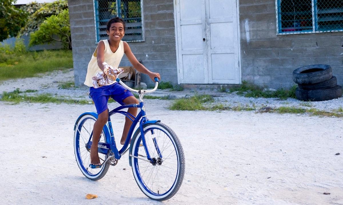 Tre små øystater og et lite fjelland har gjort betydelige fremskritt i kampen mot fattigdom. Nå forlater de den globale listen over de minst utviklete landene.