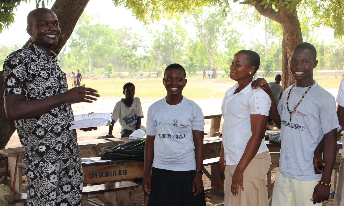 Elevene kan puste lettet ut på en rekke skoler i det afrikanske landet Togo. De fleste av lærerne har nemlig sluttet å bruke slag og spark for å tvinge til seg elevenes respekt.