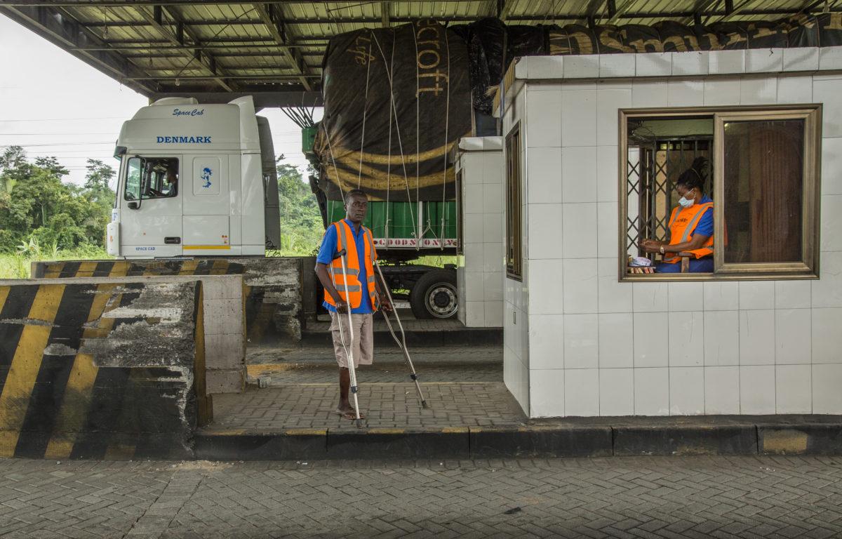 Regjeringen i Ghana ansetter flere personer med funksjonsnedsettelser etter press fra sivilsamfunnsorganisasjoner.