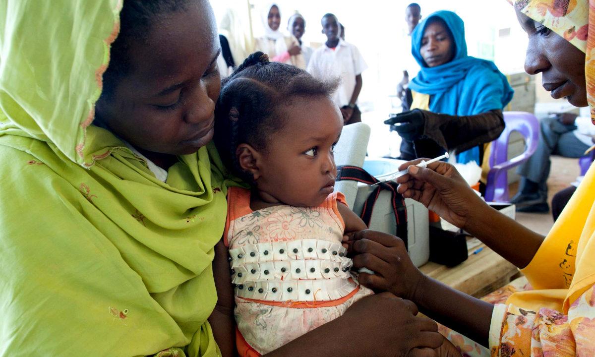 Et rekordhøyt antall barn i verden er nå beskyttet mot en rekke sykdommer fordi de har blitt vaksinert. Det er fortsatt et stykke å gå før alle barn får det livsviktige stikket.