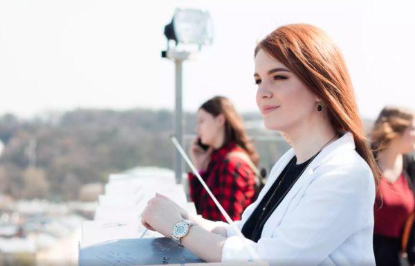 Hva skjer når en nyutdannet kvinne med gode ideer møter en blind IT-mann? I Ukraina samarbeidet de for å finne opp et program som gjør det lettere for blinde å delta i samfunnet.