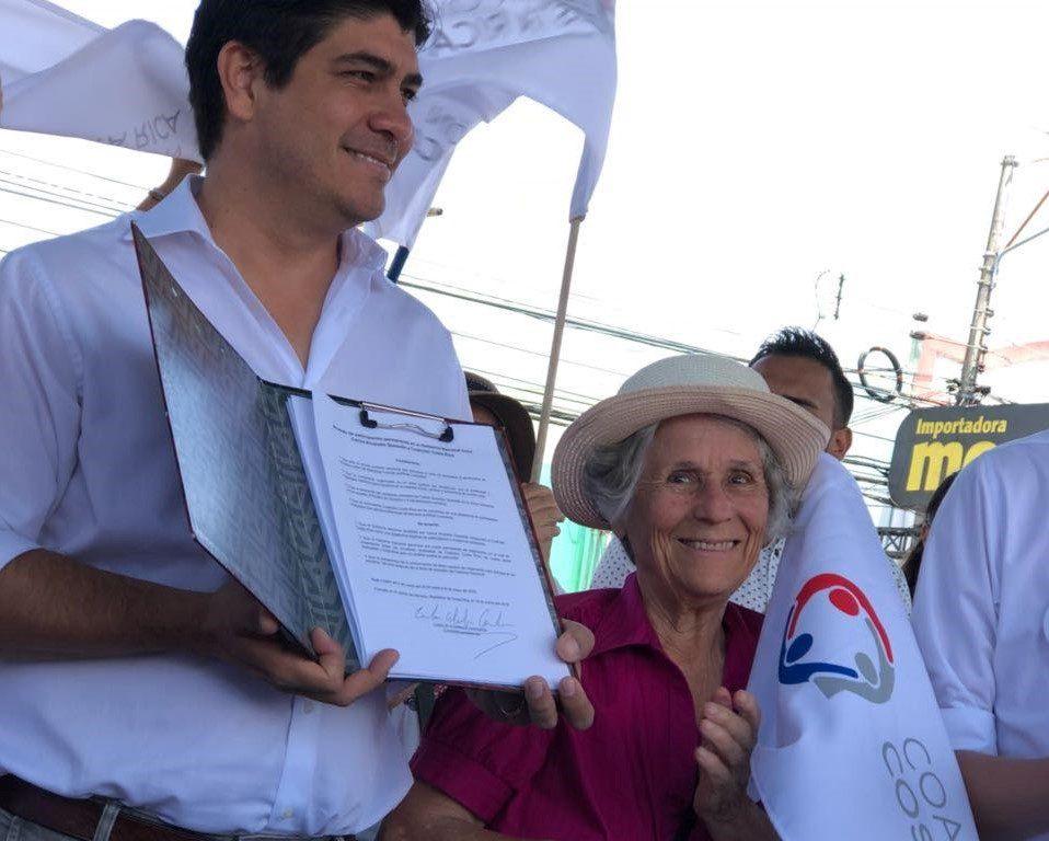 Den nye presidenten til Costa Rica, Carlos Alvardo, sa i en tale niende mai i år at de sikter mot å bli det første landet i verden som blir fullstendig karbonfritt. Per dags dato er nittini prosent av deres strøm hundre prosent fornybar.