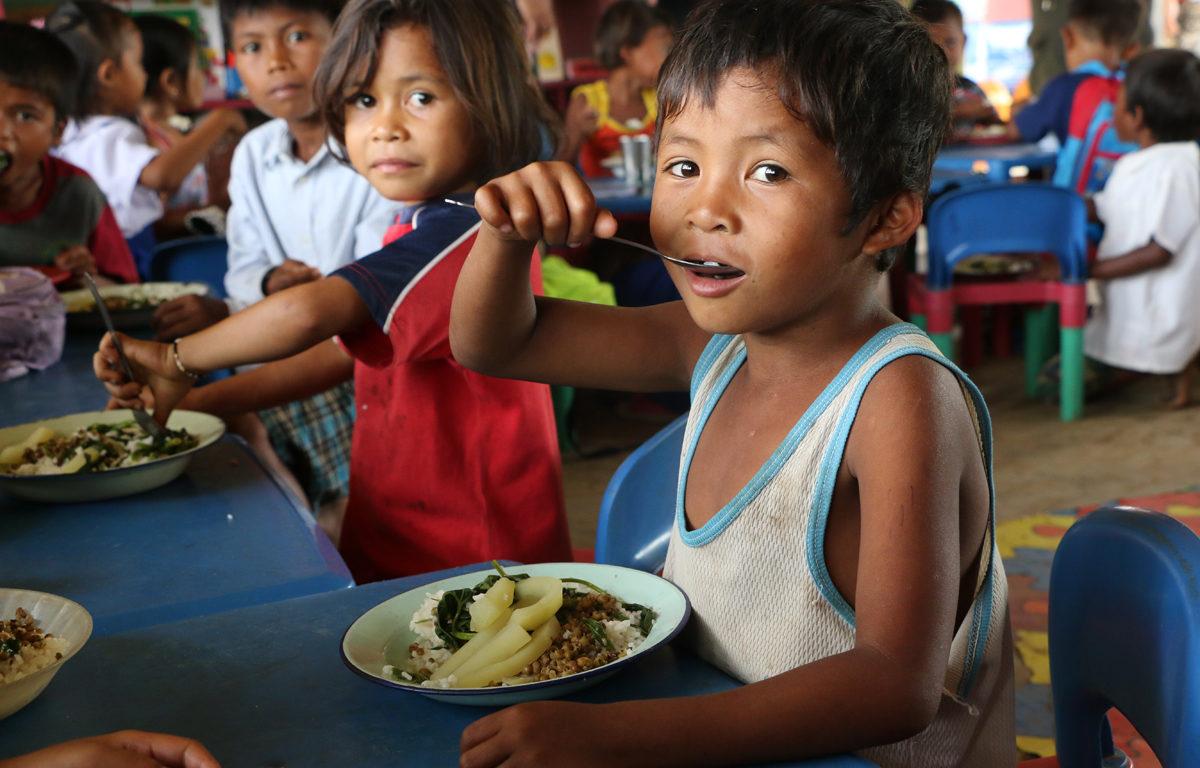 Ein ny type ris med tilsett jarn skal gi skuleborn i Filippinene betre helse, og hjelpe dei med å lære meir.