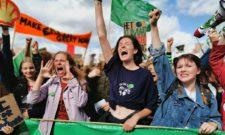Hollandske klimaaktivister demonstrerer i Haag. Foto: Fossielvrij NL CCBY