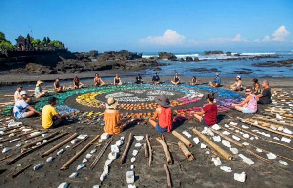 Et forbud mot plastposer begynner nå å få effekt på den tropiske øya Bali. Det viser opptellingen etter den årlige strandryddedagen på øya.