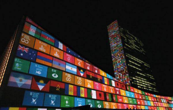I år har både FN og Bærekraftsmålene bursdag, men er det overhode noe å feire i en tid hvor koronaviruset har stengt ned verden? En ny kortfilm fra en kjent regissør tror på at vi kan takle problemene i felleskap.<br />