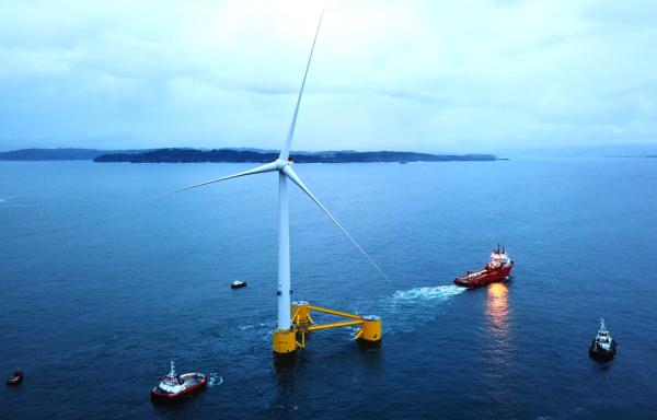 Med vindfarmer som flyter på havet kan man produsere energi på dypt vann.