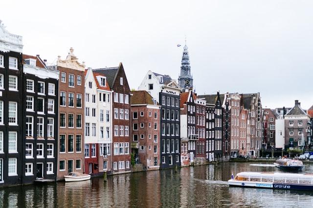 Amsterdam har som første by i verden tatt i bruk 'smultringmodellen'. Foto: Roman Kraft / Unsplash