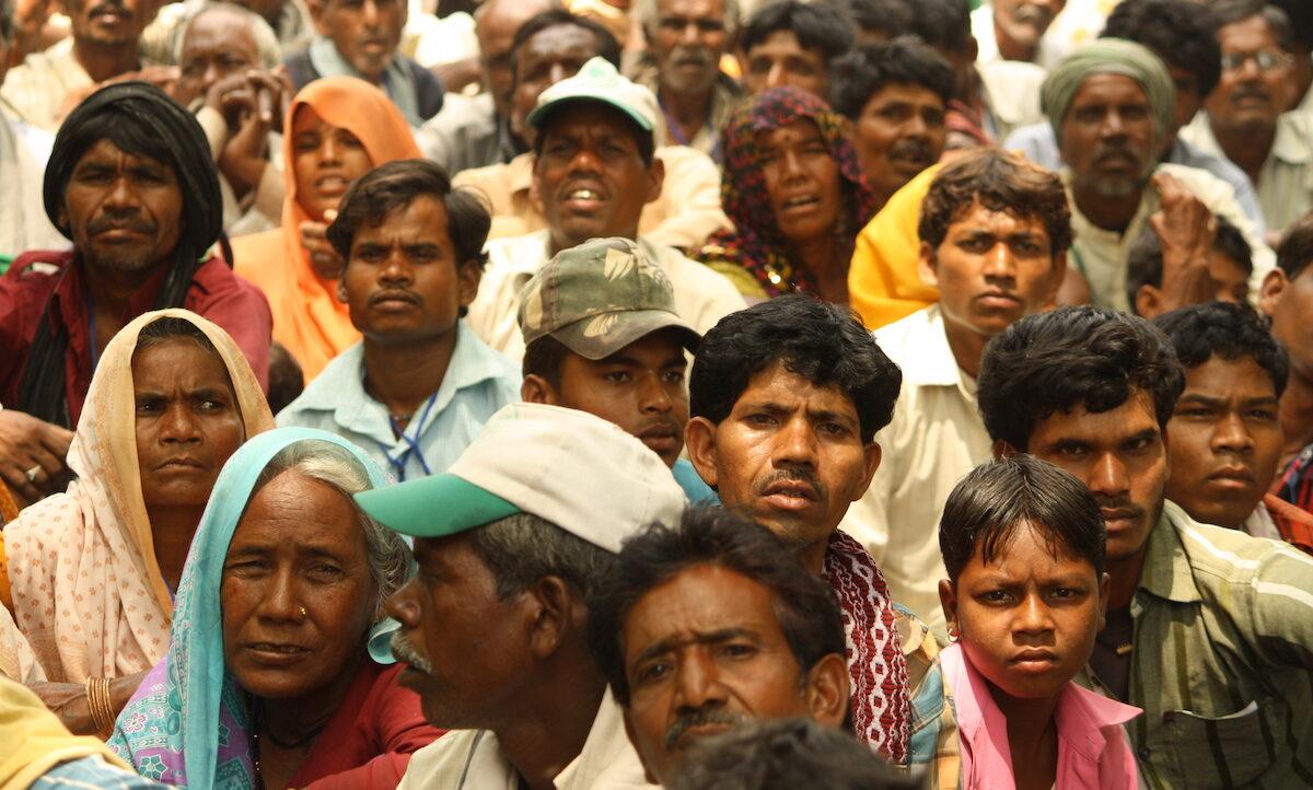 Delstaten Karnataka i India forbyr nå en tradisjon som tvinger de svakeste til horribelt arbeid. Det er et lite skritt mot utryddelse av verdens eldste og undertrykkende hierarki – kastesystemet.