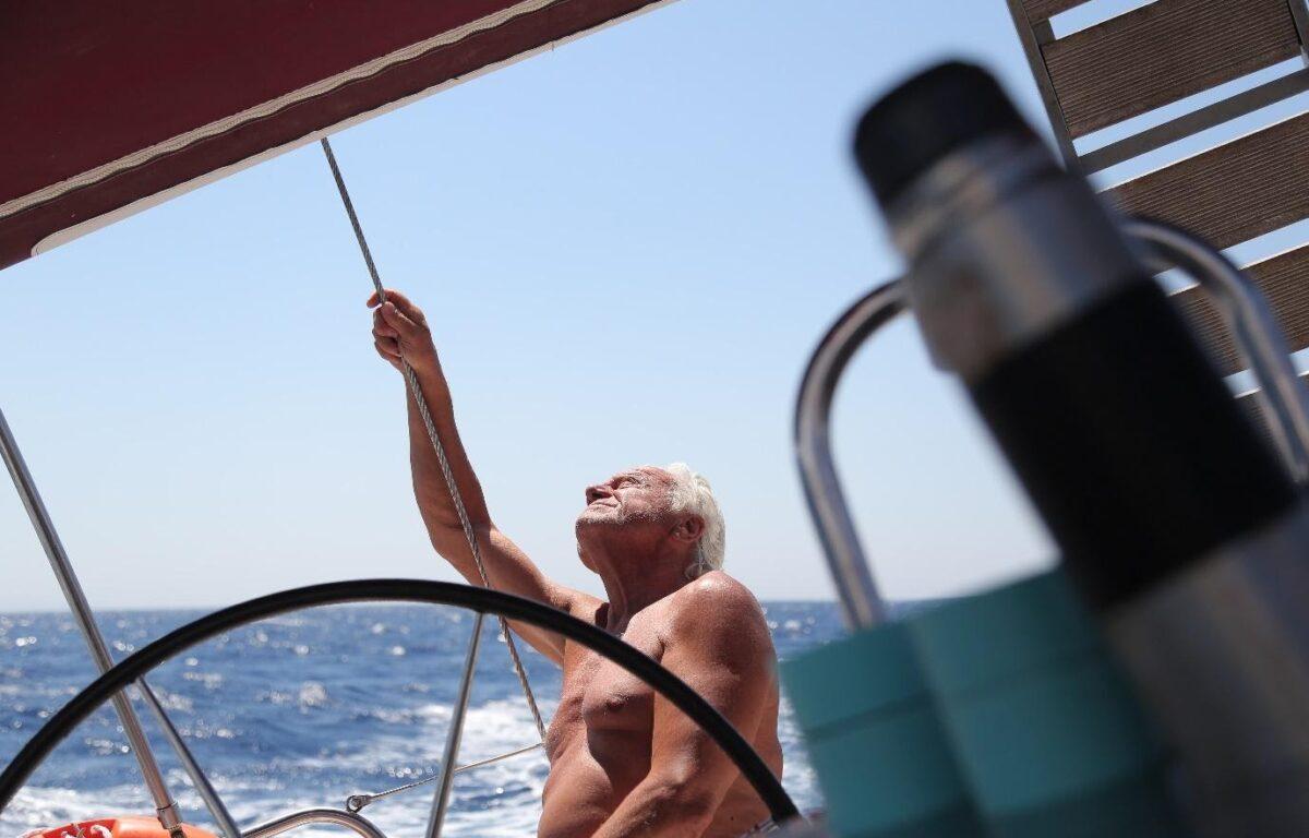 Greske Loucas tar vinden fatt for å frakte varer mellom øyene i Egeerhavet. Stadig flere selskaper ser nå potensialet i utslippsfri varetransport til sjøs.
